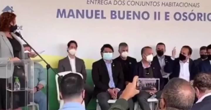 "Doria corta fala de Zambelli pra chamar Bolsonaro de ""genocida"", deputada reclama e é vaiada"