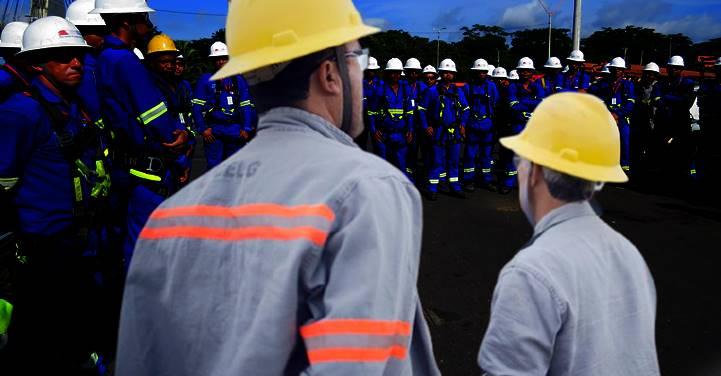 Trabalhadores da Eletrobras entram em estado de greve contra privatização